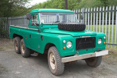6x6 Land Rover... sooo nice
